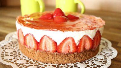 Erdbeer Topfencremetorte auf Vollkornboden